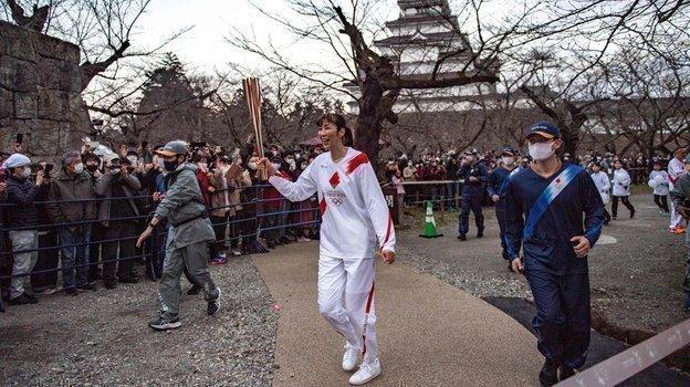 Волейболистка изЯпонии Мотоко Ообаяси вовремя эстафеты олимпийского огня. Фото AFP