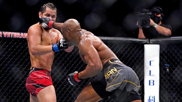 Камару Усман вовтором раунде нокаутировал Хорхе Масвидаля изащитил титул чемпиона UFC. Фото USA Today Sports