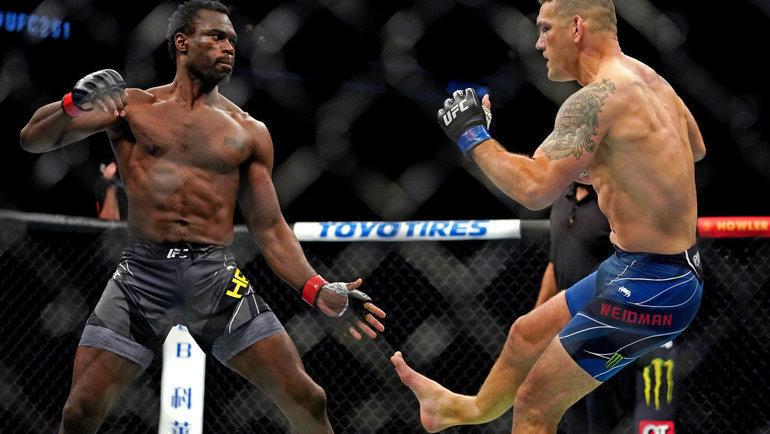 Экс-чемпион UFC сломал ногу уже на17-й секунде боя. Смотреть наэто невозможно