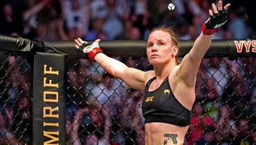 Валентина Шевченко 25апреля защитила титул чемпионки UFC внаилегчайшем весе впоединке против Джессики Андраде.