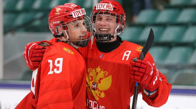 Юниорская сборная России сыграла против Финляндии вгрупповом этапе ЮЧМ-2021. Фото ФХР