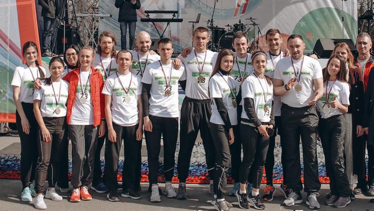 24апреля. Ульяновск. Участники легкоатлетической эстафеты. Фото Пресс-служба проекта «Спорт— норма жизни».