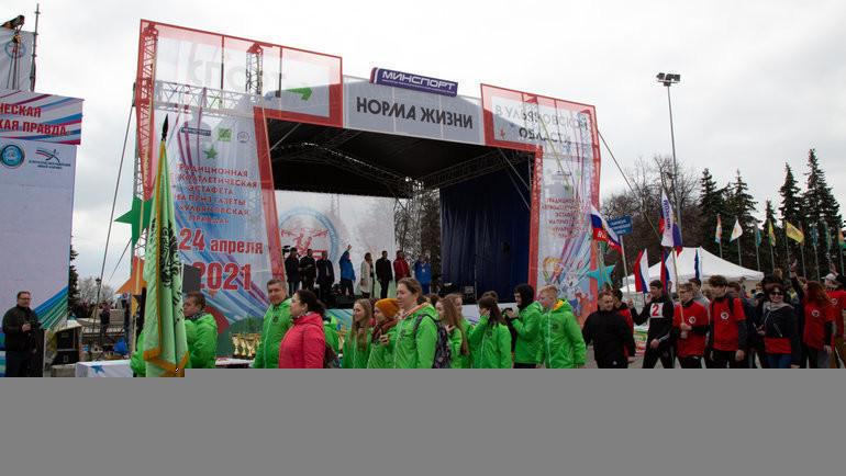 Участники легкоатлетической эстафеты. Фото Пресс-служба проекта «Спорт— норма жизни».