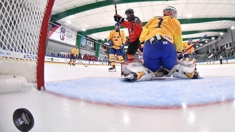 28апреля. Плейно. Швеция U18— Канада U18— 1:12. Фото IIHF