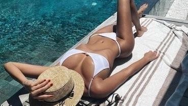 Олимпийская чемпионка погимнастике Севастьянова выложила фото вбелом купальнике