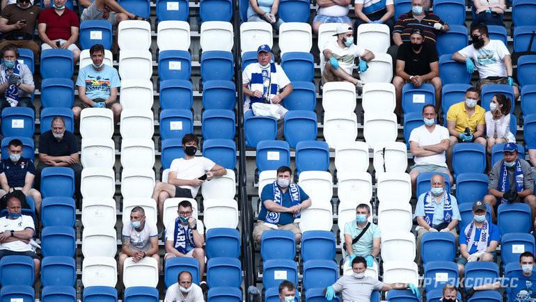 Болельщики настадионе «ВТБ Арена Парк». Фото Дарья Исаева, «СЭ» / Canon EOS-1D X Mark II