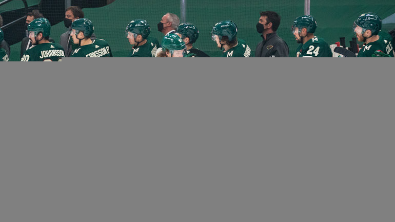 Кирилл Капризов схоккеистами «Миннесоты». Фото USA Today Sports