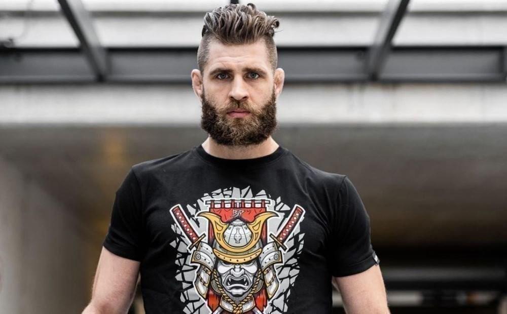 Любит водку, вюности наряжался девушкой, адрузья называют его Иркой. Этот удивительный чех близок ктитулу UFC