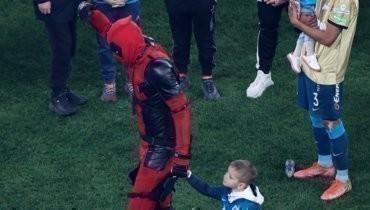 Дзюба нарядился вкостюм супергероя перед награждением «Зенита»