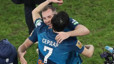 Сердар Азмун иАртем Дзюба забили 5 голов вматче «Зенит»— «Локомотив» (6:1).