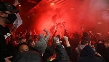«Злость копилась годами, иэто только начало». Легенды «МЮ» и «Ливерпуля» поддержали фанатов, сорвавших матч на «Олд Траффорд»