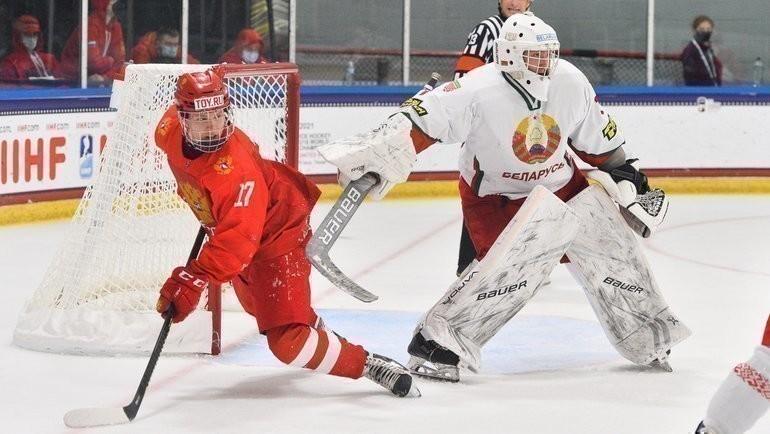 3мая. Плейно. Россия U18— Белоруссия U18— 5:2. Матвей Мичков (слева). Фото IIHF