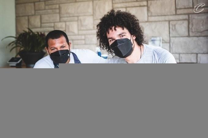 Андерсон Варежао (справа). Фото БК «Кливленд».