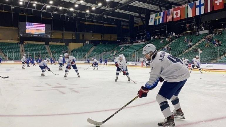 Хоккеисты юниорской сборной США. Фото USA Hockey, Twitter