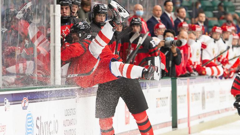 7мая. Канада— Россия— 5:3. Нолан Аллен жестко сыграл против Никиты Чибрикова. Фото Twitter