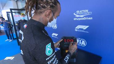 Хэмилтон выиграл квалификацию «Гран-при Испании» изавоевал 100-й поул вкарьере