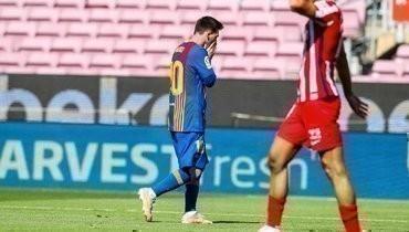 «Атлетико» сыграл вничью с «Барселоной» иостался напервом месте влалиге