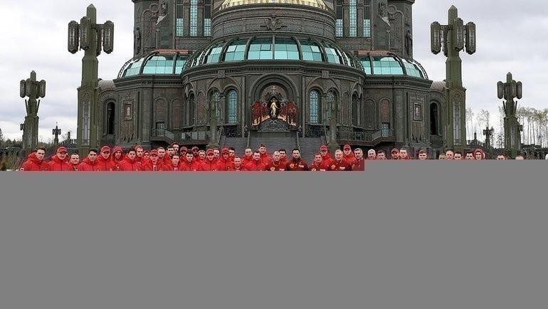 Хоккеисты иштаб сборной России посетил храм Вооруженных сил вДень Победы. Фото ФХР, Twitter