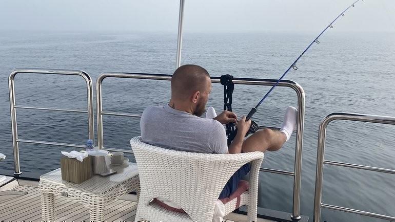 Конор Макгрегор нарыбалке. Фото Twitter