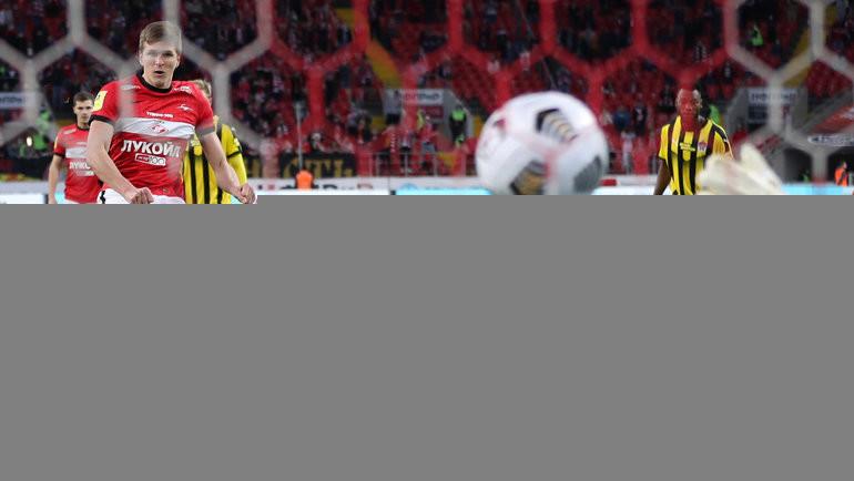 Александр Соболев забивает гол. Фото Александр Федоров, «СЭ» / Canon EOS-1D X Mark II