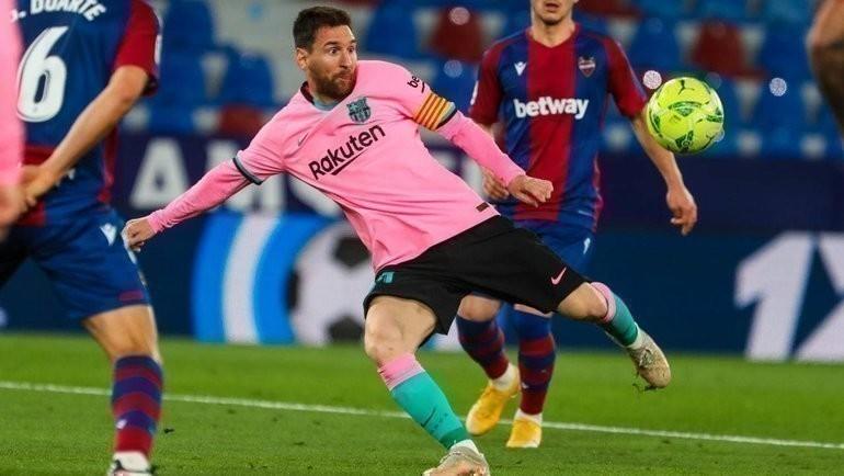 11мая. «Леванте»— «Барселона»— 3:3. Лионель Месси бьет помячу. Фото Twitter