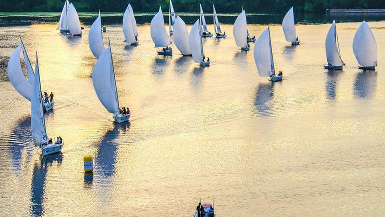 Все гонки проходят насовременных парусных яхтах J/70.
