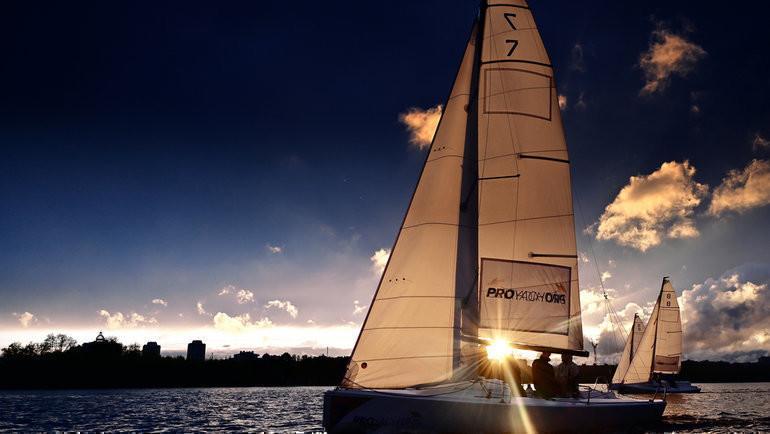 Сезон вечерних регат вRoyal Yacht Club отPROyachting стартует 11мая.