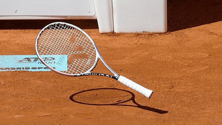 Теннисная ракетка. Фото AFP