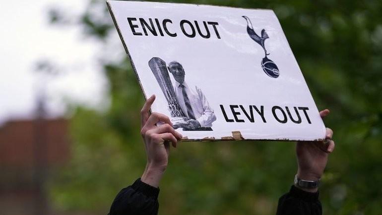 Акция протеста фанатов «Тоттенхэма». Фото Twitter