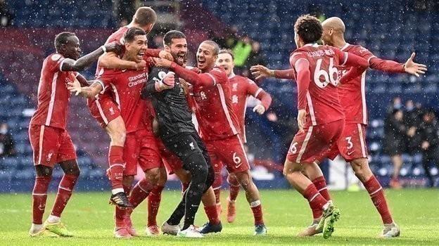 Алиссон тащит «Ливерпуль» вЛигу чемпионов. Вратарь забил победный гол на90+4-й минуте ипосвятил его умершему отцу