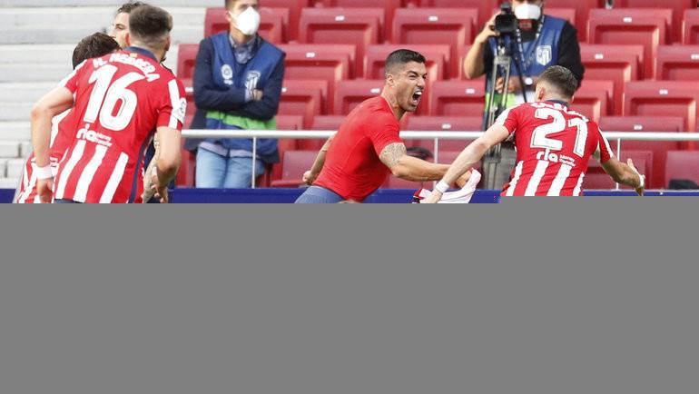 Невероятная интрига вИспании: «Реал» лидировал 20 минут, ноСуарес вернул «Атлетико» напервое место. «Барселона» утешится 30-м голом Месси