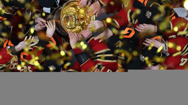 Лучший кадр прошлого сезона КХЛ. Фото Александр Федоров, «СЭ» / Canon EOS-1D X Mark II