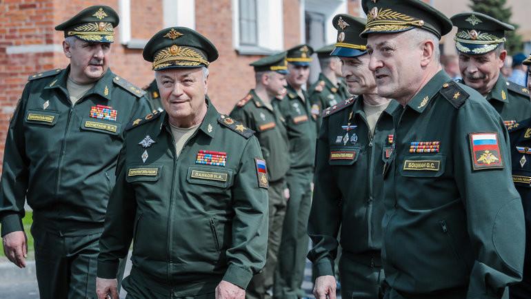 Генерал армии Николай Панков, полковник Андрей Зыков иначальник ВИФК, генерал-майор Олег Боцман.