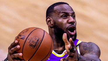 Трехочковый Леброна Джеймса принес «Лейкерс» победу над «Голден Стэйт» вплей-ин НБА