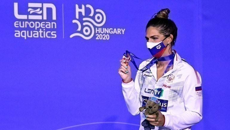 23мая. Будапешт. Юлия Ефимова сбронзовой медалью. Фото AFP