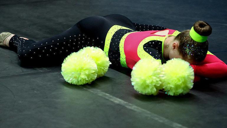 Девушка-черлидер после выступления. Фото Дарья Исаева, «СЭ» / Canon EOS-1D X Mark II