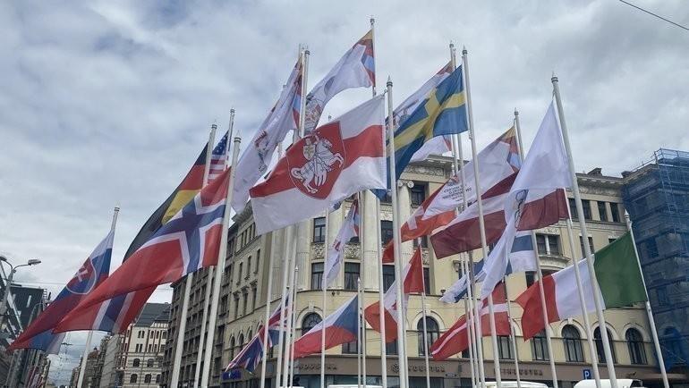 Начемпионате мира флаг Белоруссии заменили набело-красно-белый. Фото twitter.com/MStakis