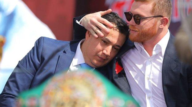Канело Альварес и его тренер Эдди Рейносо.