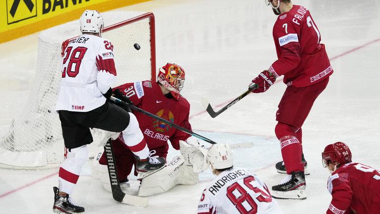 30мая. Рига. Белоруссия— Швейцария— 0:6. Свен Андригетто забивает гол Белоруссии. Фото Reuters