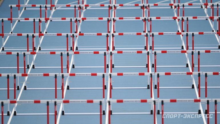 Беговая дорожка сбарьерами. Фото Федор Успенский, «СЭ»