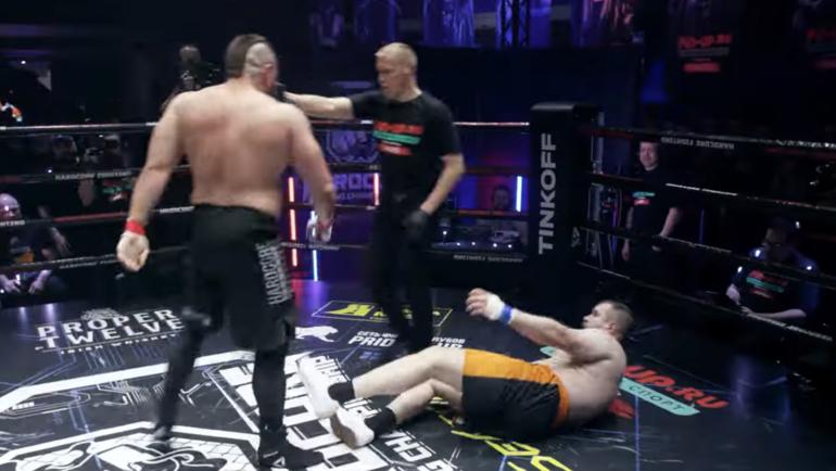 Макс Топор победил Александра «Колобка» Орлова.