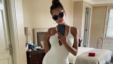 Олимпийская чемпионка Севастьянова опубликовала фото вбелом облегающем платье