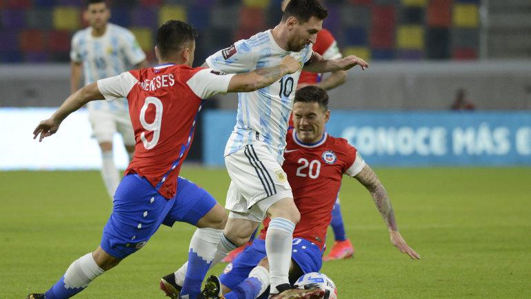 4 июня. Аргентина - Чили - 1:1. Лионель Месси в атаке. Фото Twitter
