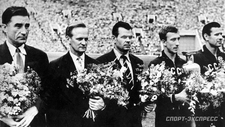Чествование сборной СССР после победы начемпионате Европы-1960. Фото -