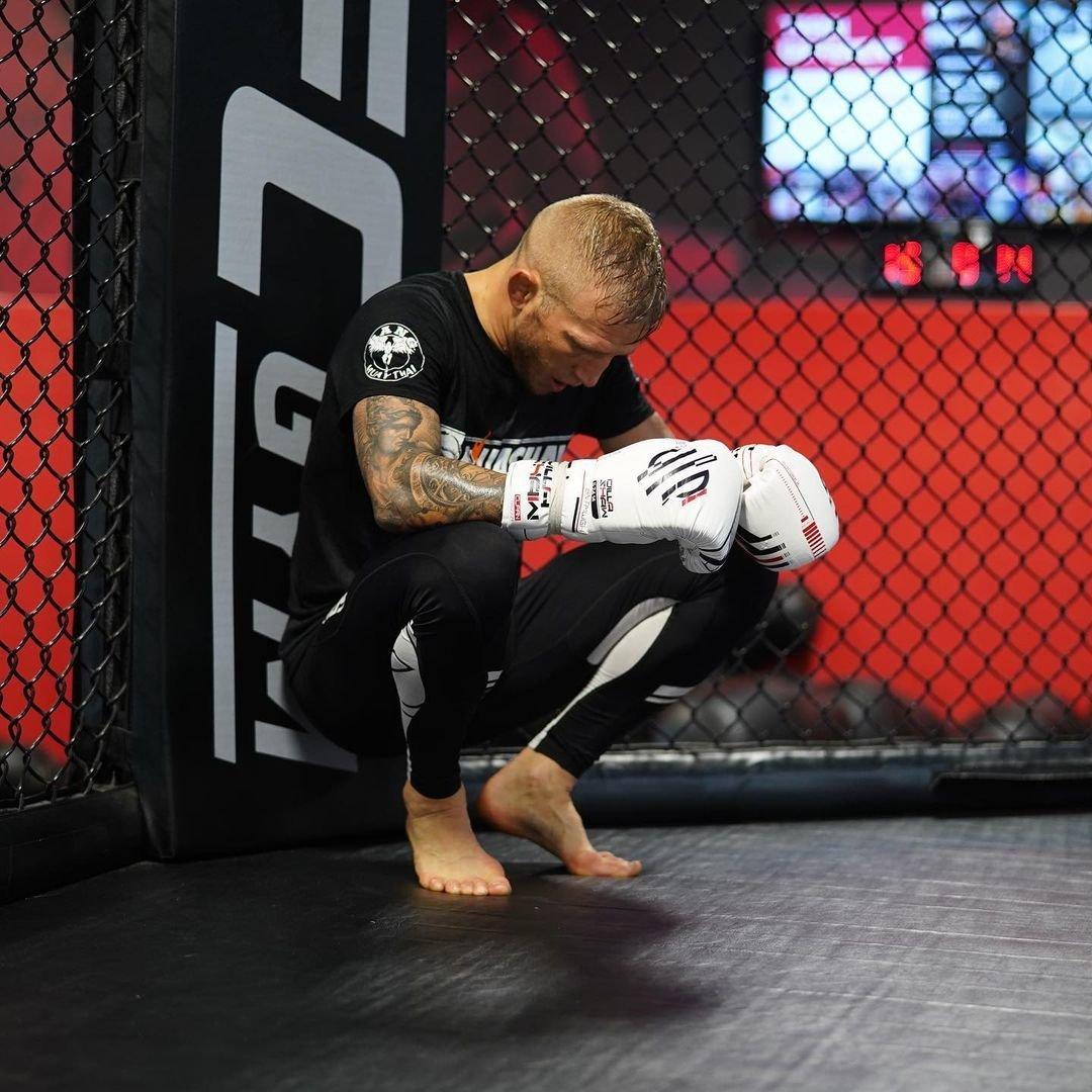 Соки холодного отжима изменили жизнь чемпиона UFC. Онделает ихизвыжималки за $30 000— так больше витаминов