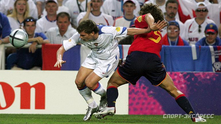 2004 год. Россия— Испания— 0:1. Марат Измайлов против Карлеса Пуйоля. Фото Александр Федоров, «СЭ»