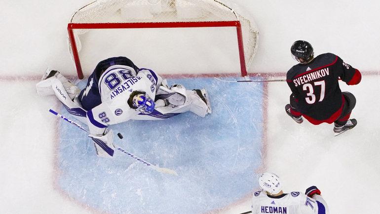 Андрей Василевский останавливает Андрея Свечникова. Фото USA Today Sports
