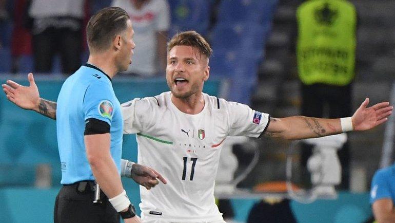 11июня. Турция— Италия— 0:3. Данни Маккели иЧиро Иммобиле. Фото AFP