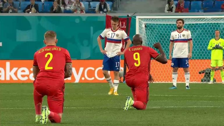 Игроки сборных Бельгии иРоссии перед матчем вСанкт-Петербурге. Фото Twitter