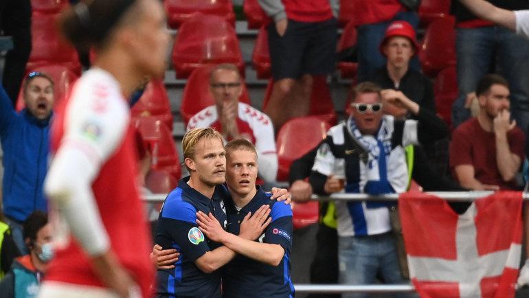 12июня. Копенгаген. Дания— Финляндия— 0:1. Йоэль Похьянпало (слева) после забитого гола. Фото Reuters